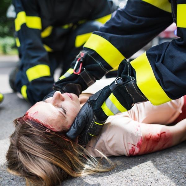 ratowania człowieka poszkodowanego w wypadku na drodze Kastelnik